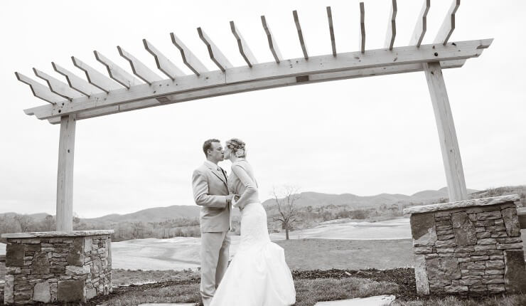 brasstown valley weddings couple