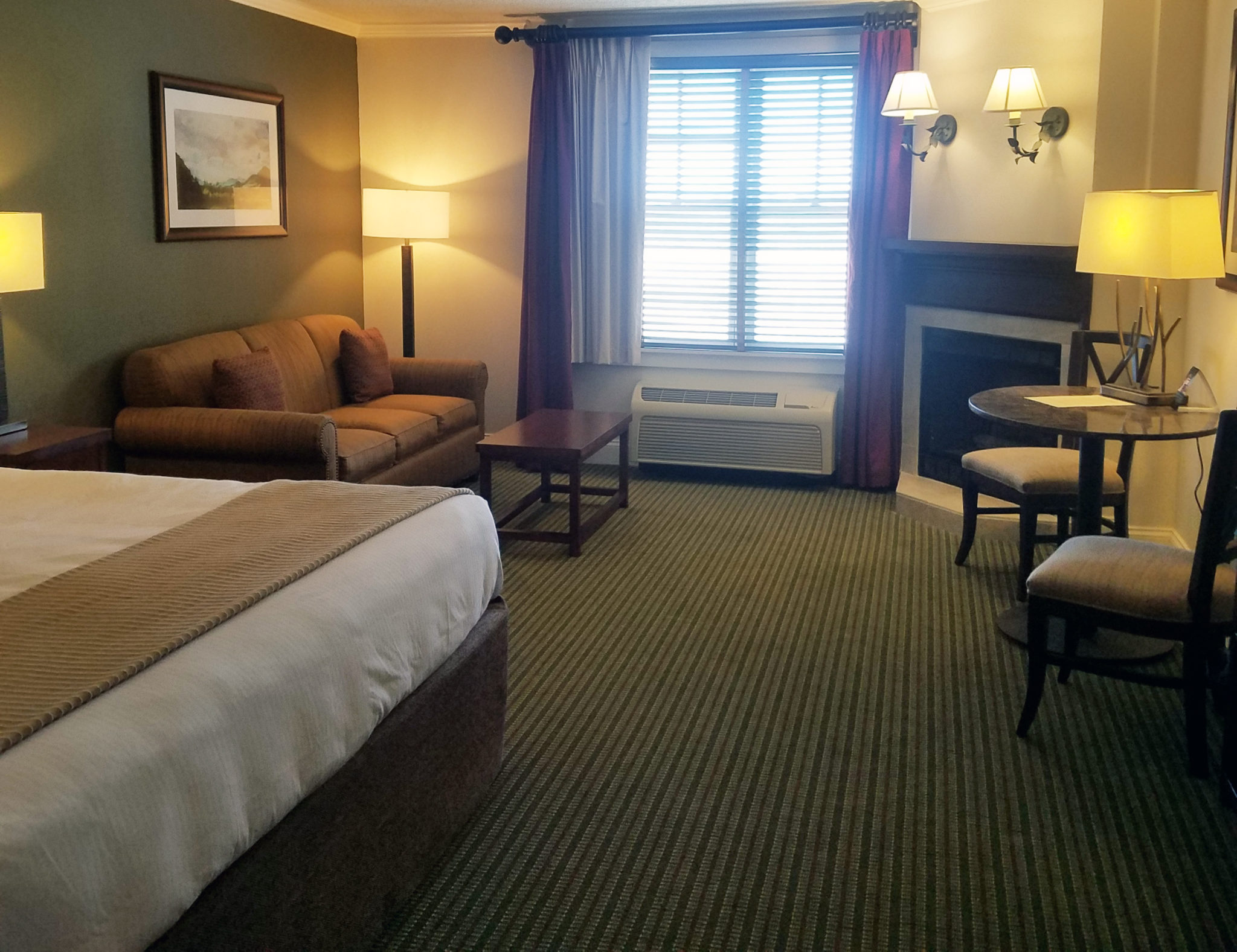 Brasstown Valley Resort King Room with Fireplace